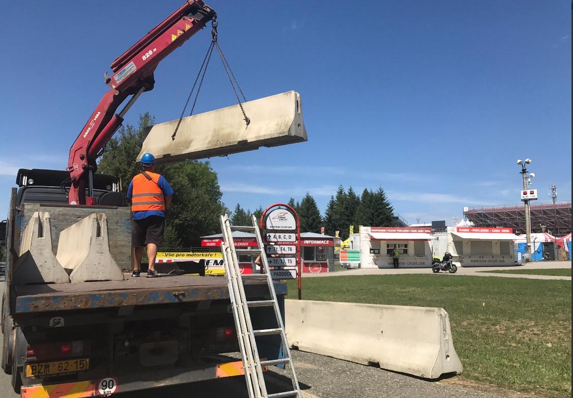 Návštěvníky ochrání betonové zátarasy