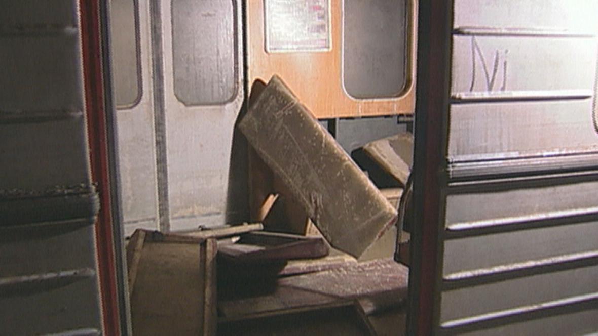 Souprava metra, která při povodni uvízl na Florenci