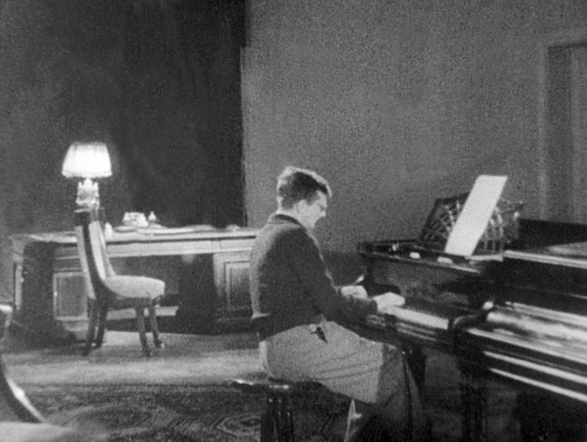 Šostakovič při komponování Leningradské symfonie