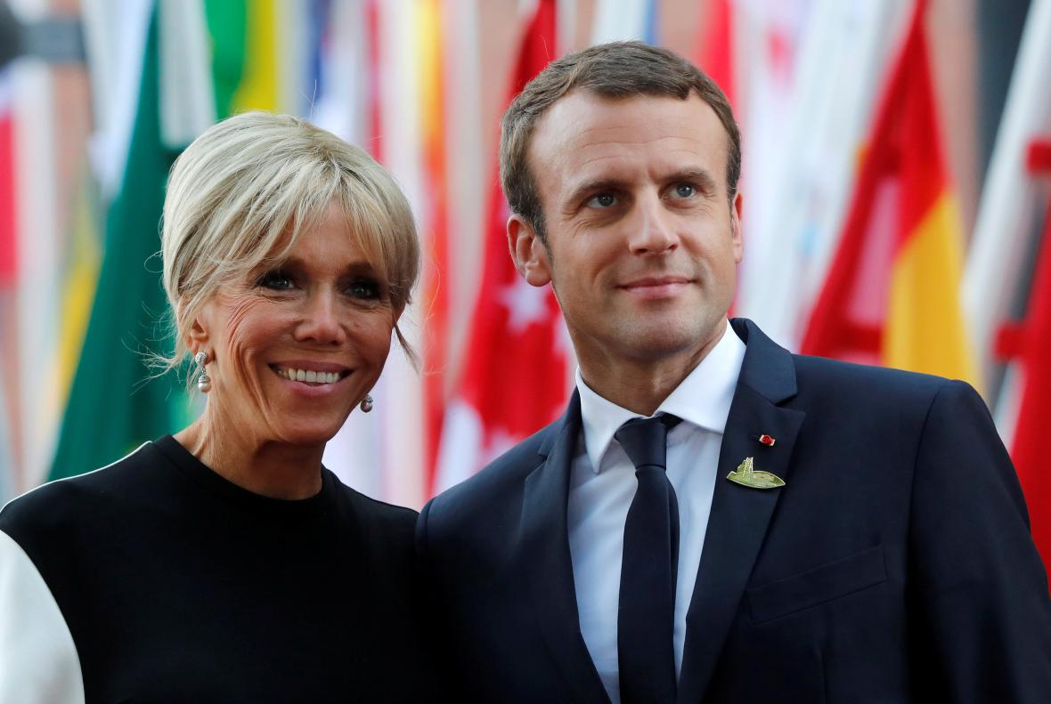 Emmanuel Macron se svou manželkou Brigitte