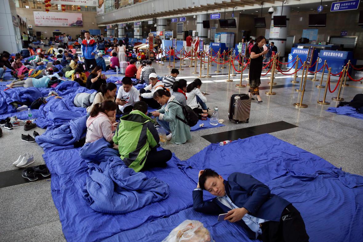 Evakuovaní Číňané