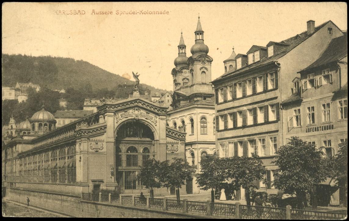 Kolonáda od architektů Fellnera a Helmera na dobové pohlednici