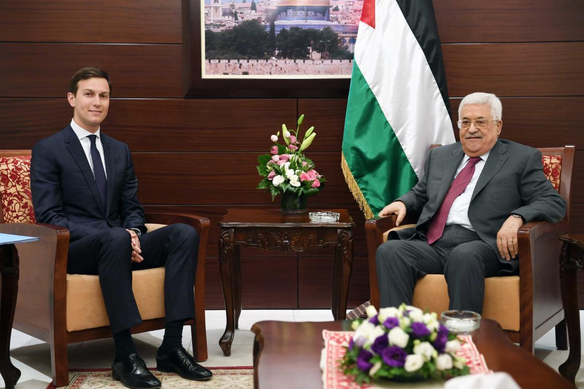 Kushner během jednání s Abbásem