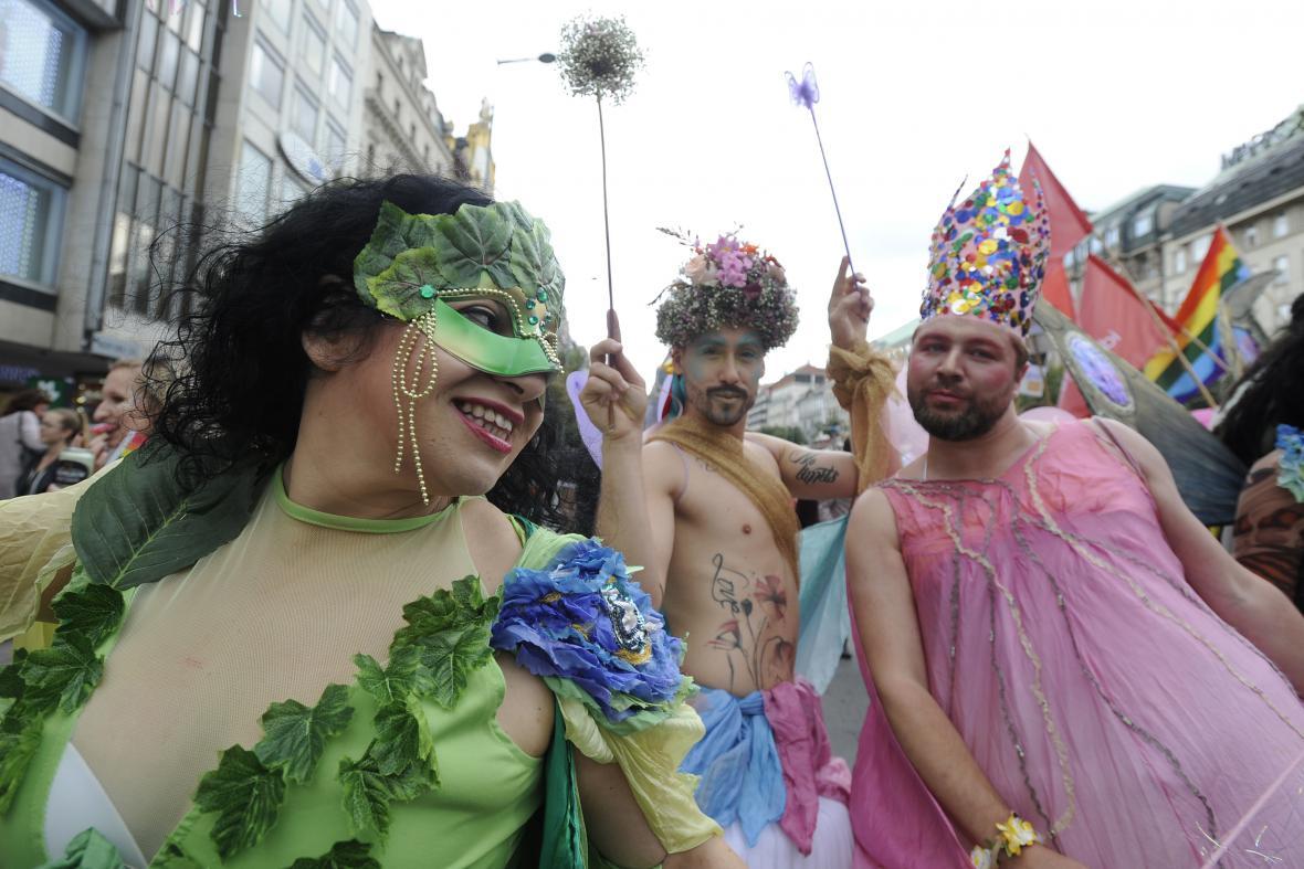 Karnevalové masky v průvodu hrdosti Prague Pride