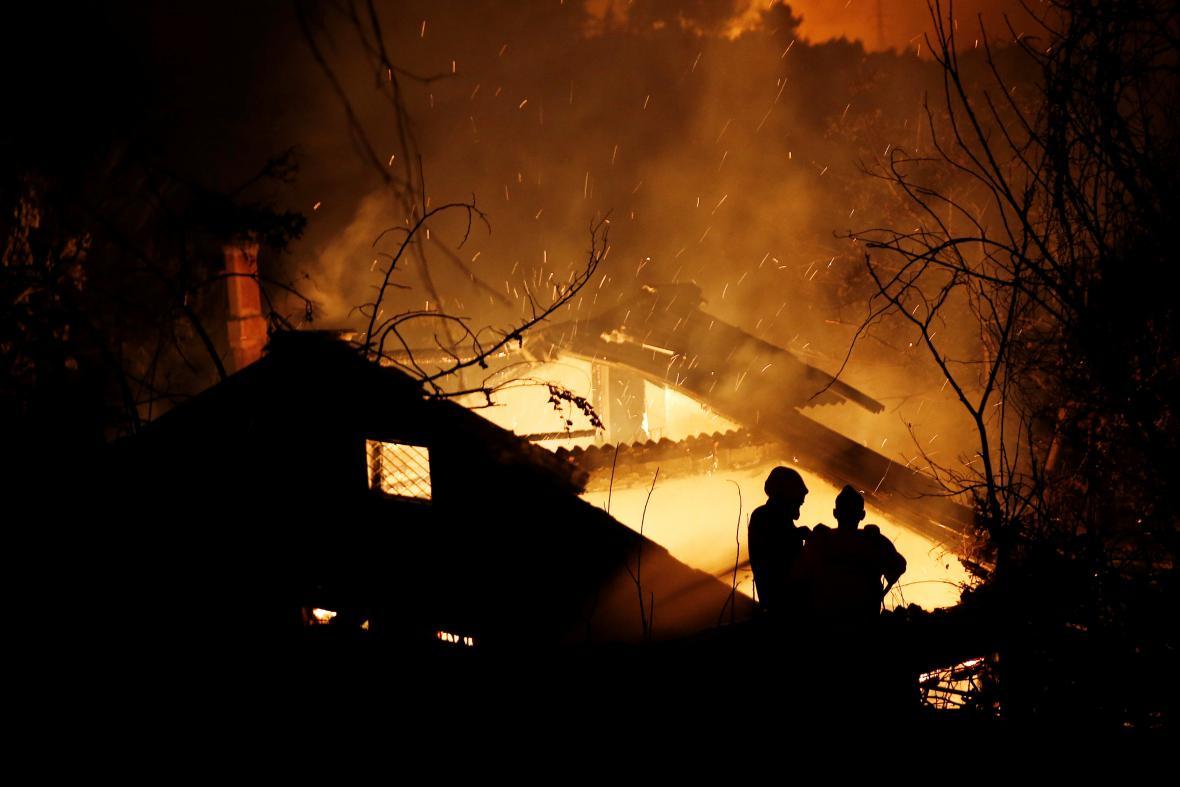 Hořící domy u Kalamos