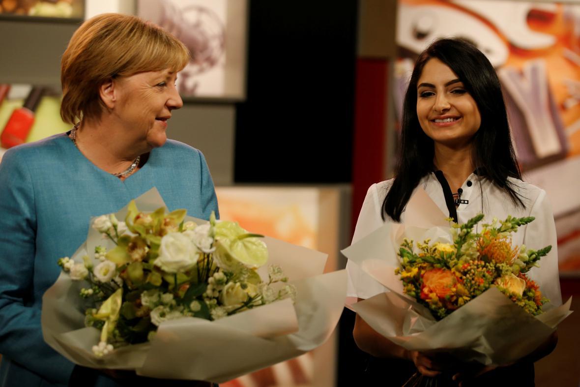 Angela Merkelová a youtuberka Ischtar Isiková