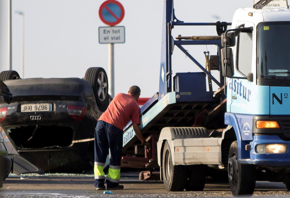Nakládání auta použitého útočníky ve španělském Cambrils