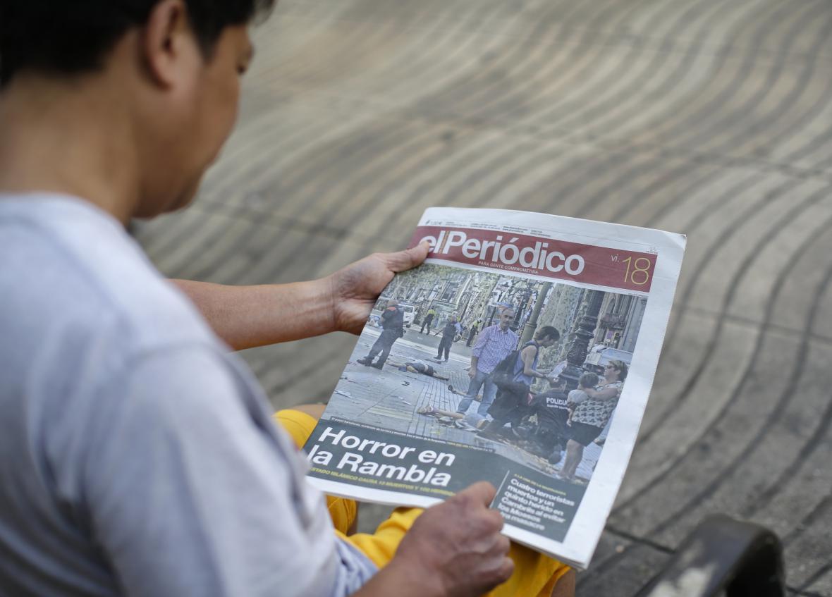 Útok v Barceloně se dostal na titulní stránky novin