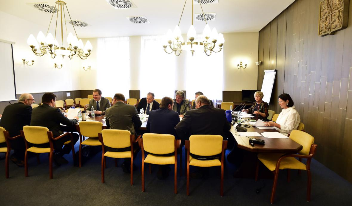 Sněmovní mandátový a imunitní výbor projednával žádost policie o vydání Andreje Babiše a Jaroslava Faltýnka