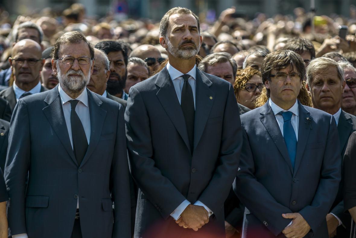 Minuta ticha na náměstí Katalánska s králem i premiérem