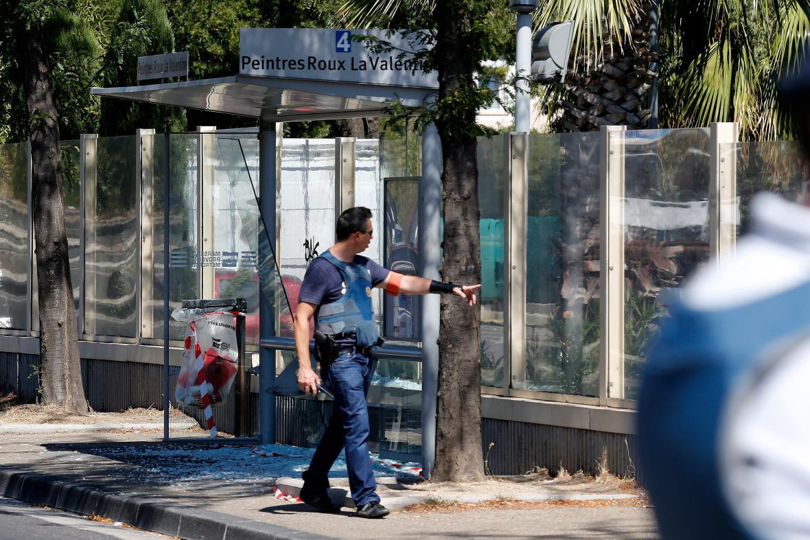 Policista na jedné ze zastávek