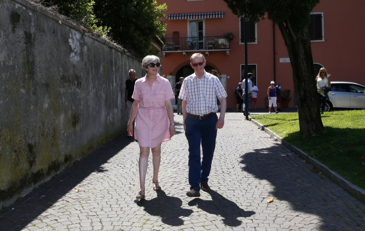 Theresa Mayová s manželem na dovolené