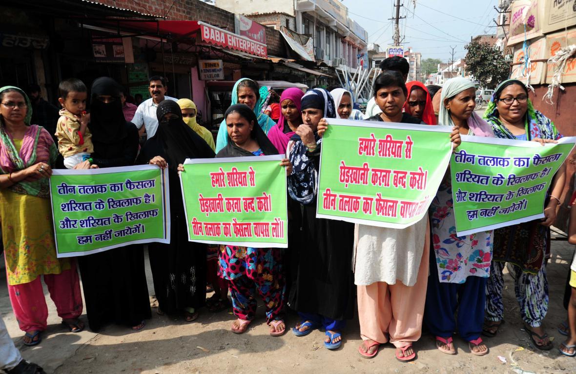 Protestující proti zákazu praxe talák