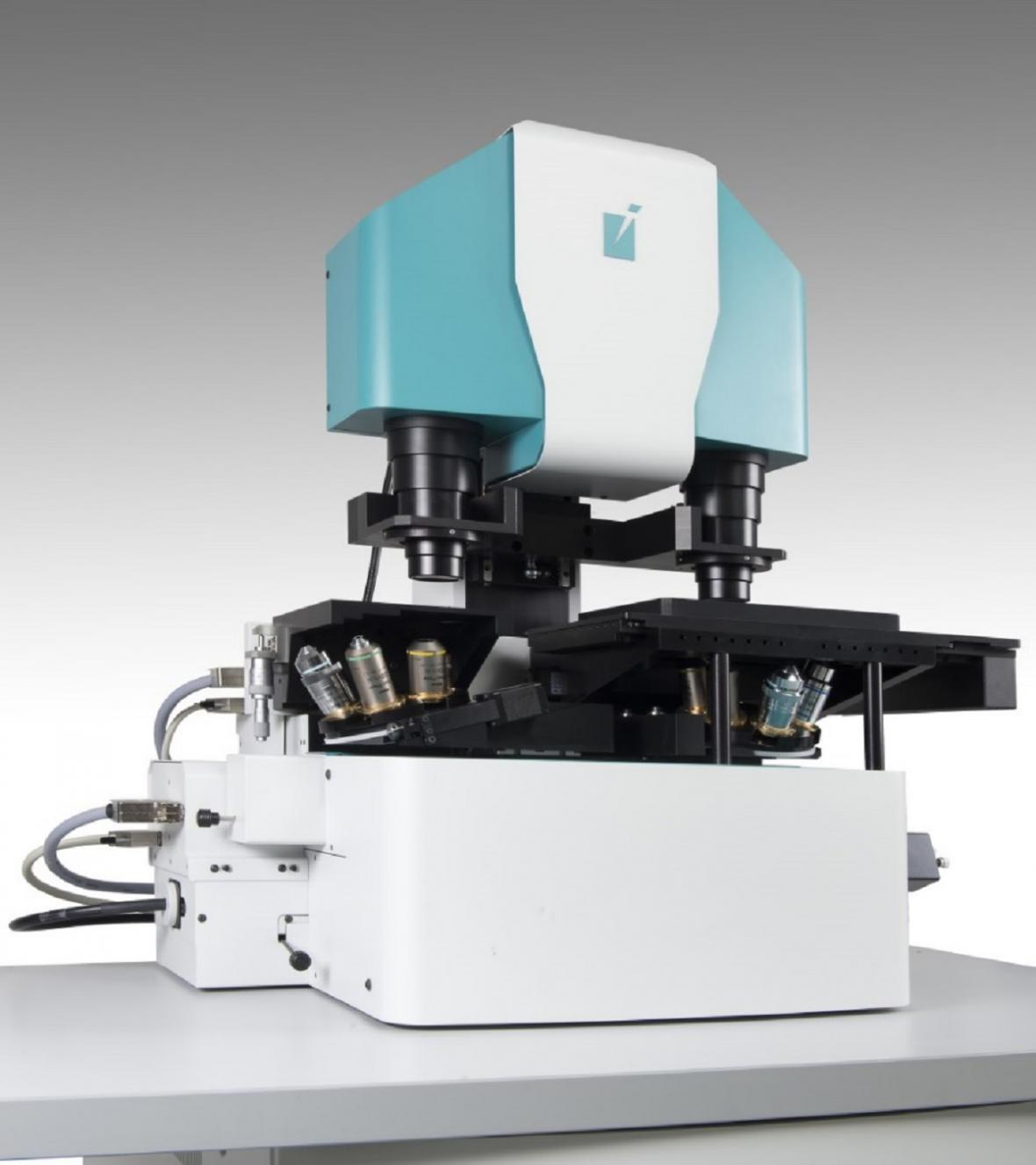 Unikátní Konfokální holografický mikroskop využitý pro zpracování 3D zobrazování vyvinutého vědeckou skupinou prof. Radima Chmelíka ve spolupráci s firmou Tescan