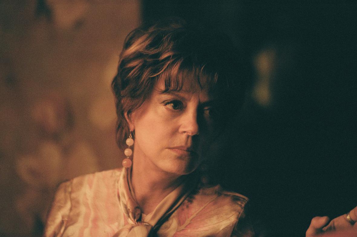 Susan Sarandonová ve filmu The Death and Life of John F. Donovan