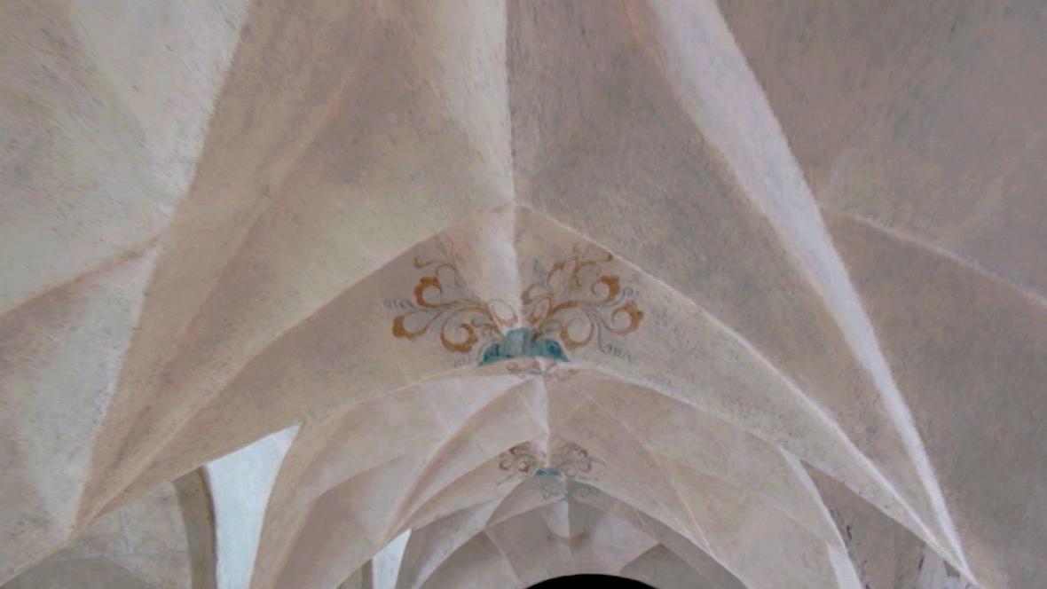 Sklípková (též diamantová) klenba v chodbách františkánského kláštera v Kadani