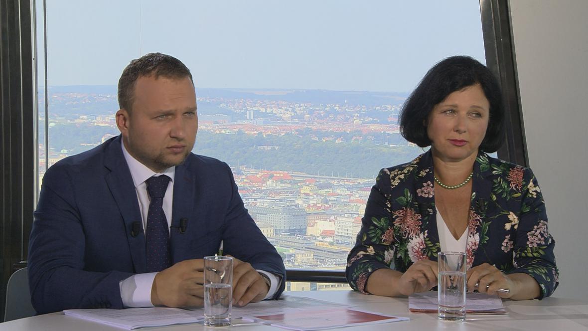 Věra Jourová a Marian Jurečka v pořadu Otázky Václava Moravce.