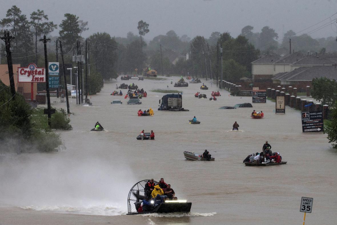 Záchrana lidí v Houstonu