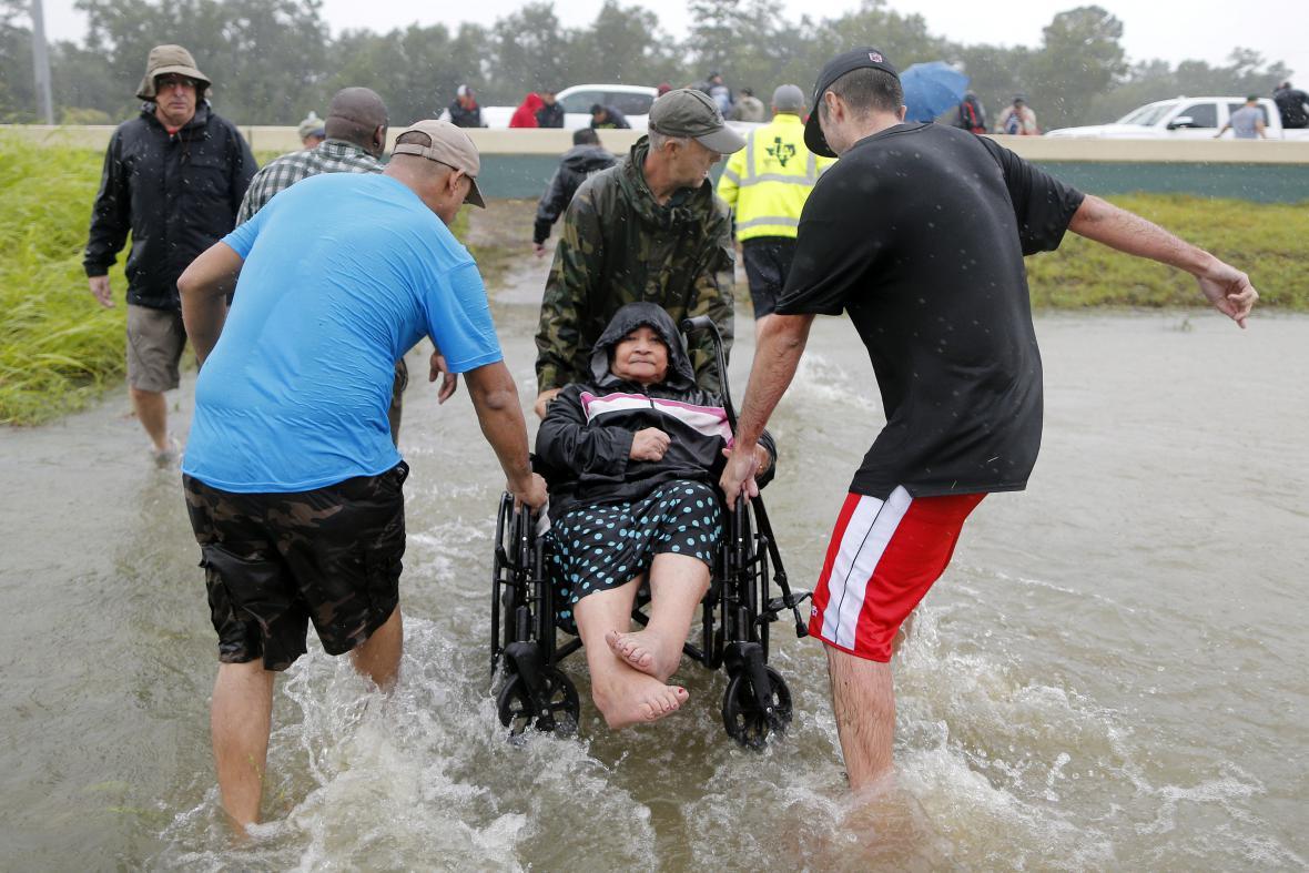 Záchrana lidí z východního Houstonu