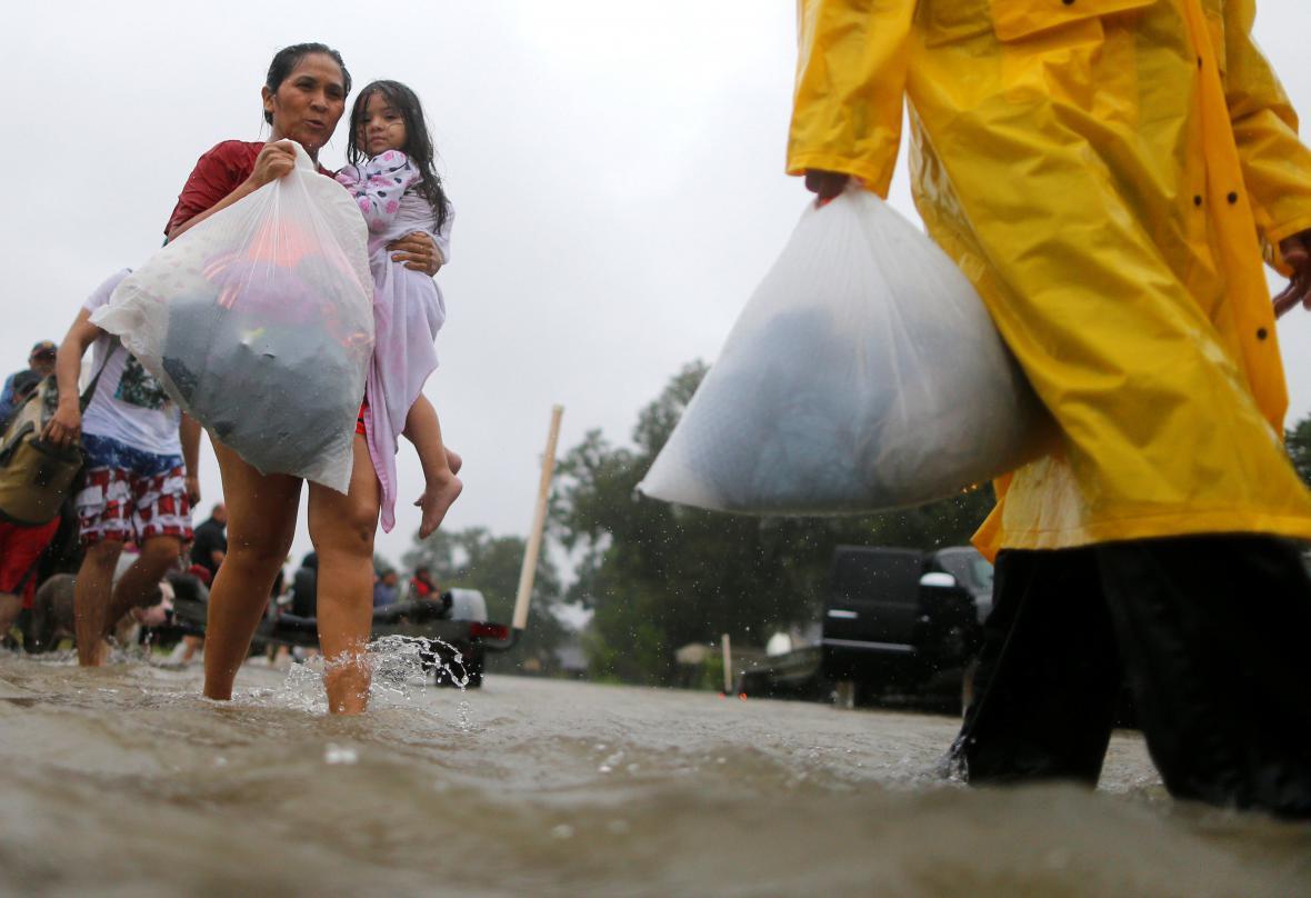 Obyvatelé Houstonu si berou jen to nejnutnější