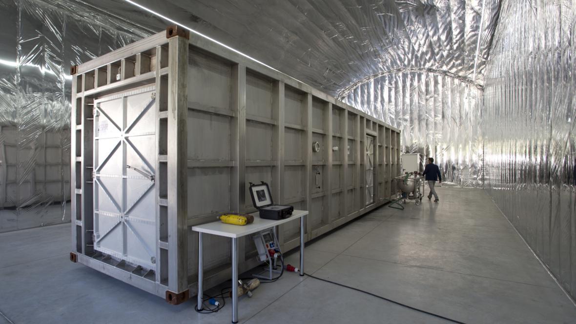 Speciálně vybavená kontejnerová laboratoř pro zkoumání a analýzu podezřelých chemických, biologických a radiačních látek