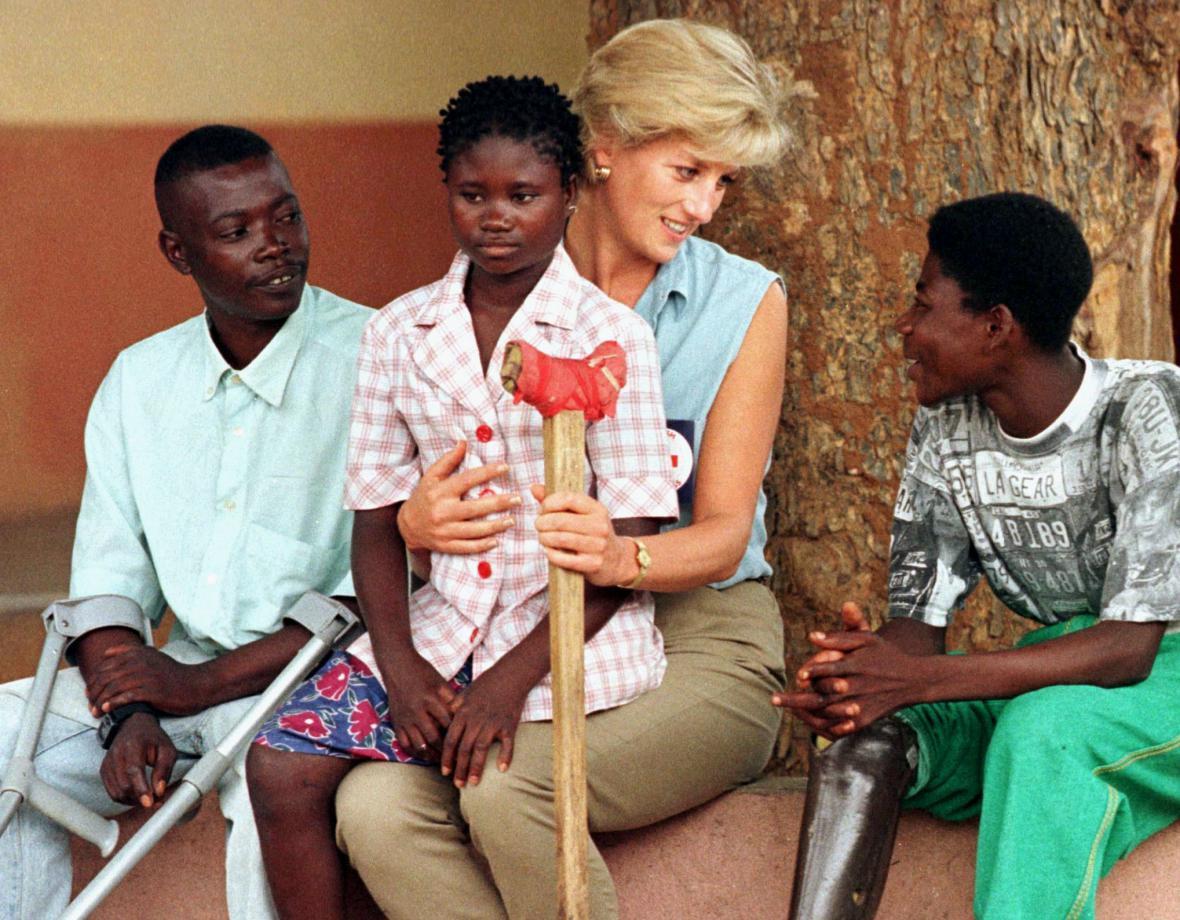 Diana během kampaně proti nášlapným minám (Angola, 15. ledna 1997)