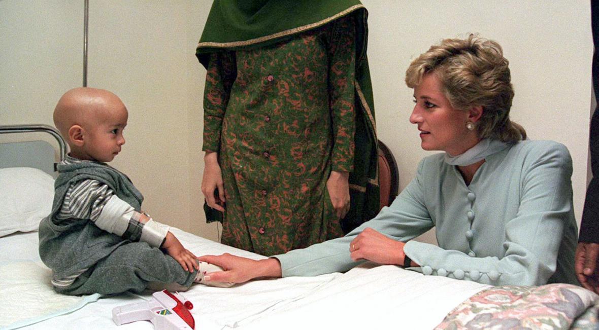 Návštěva dětské nemocnice v pákistánském Láhauru (22. února 1996)