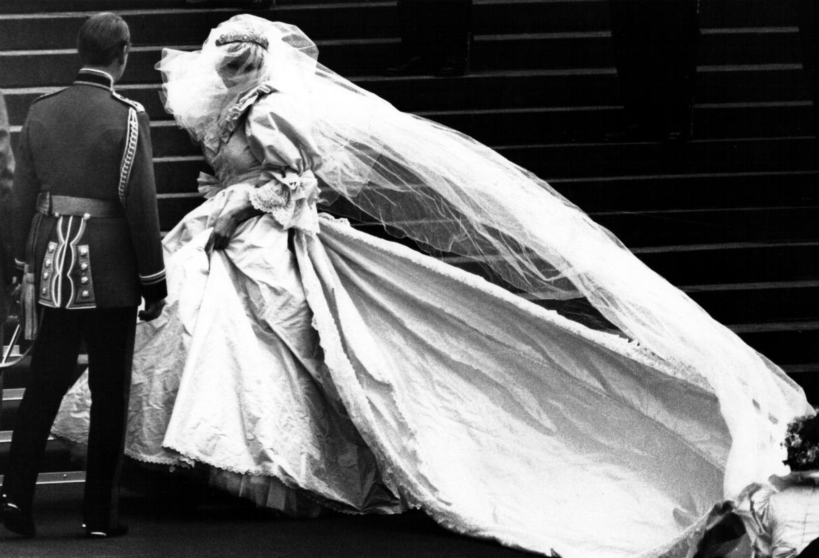 Velkolepá svatba. Lady Diana Spencerová si bere následníka trůnu 29. července 1981.