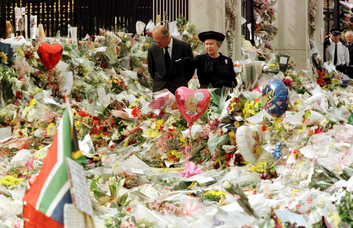 Dianina smrt přinesla královně Alžbětě II. nejtěžší chvíle na trůnu