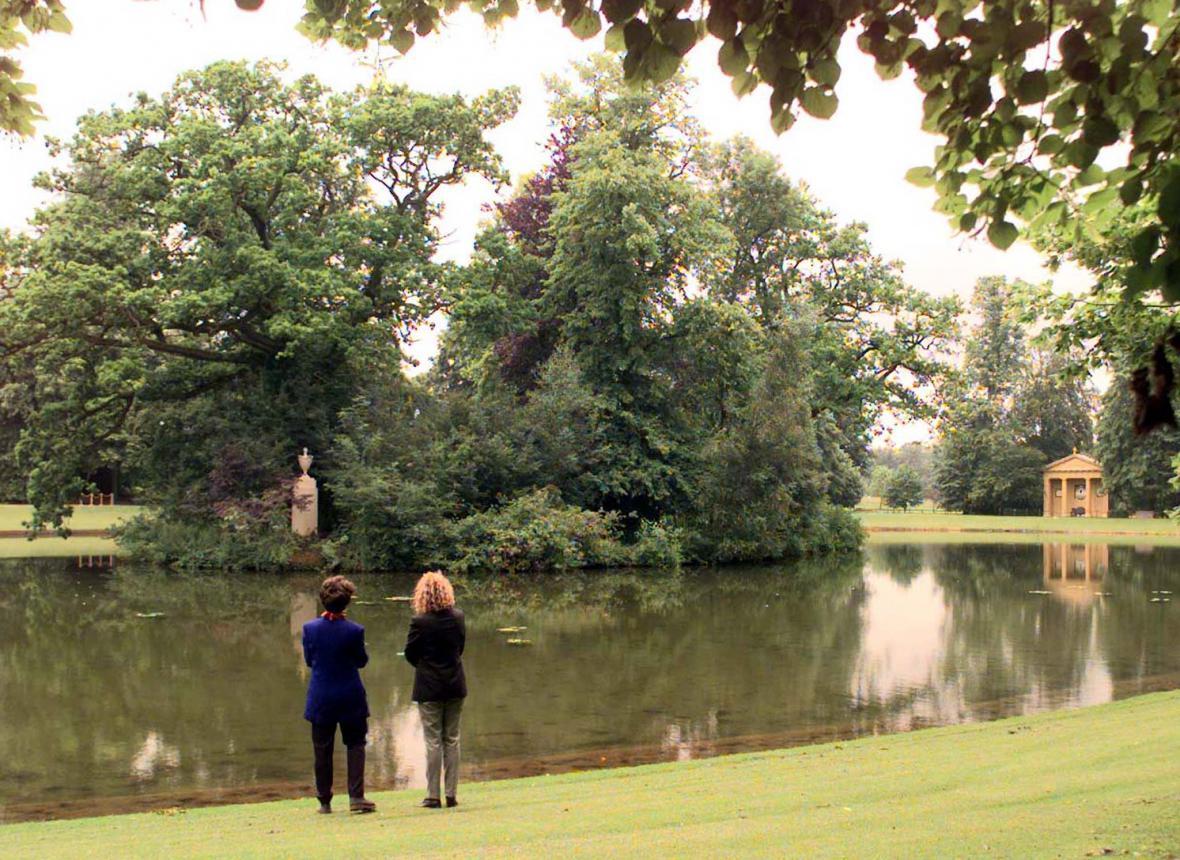 Diana byla pohřbena na ostrůvku uprostřed jezírka The Oval
