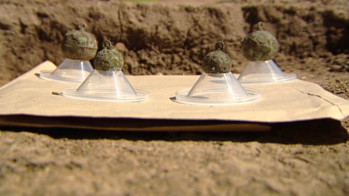 Gombíky z archeologického naleziště ve Vinoři