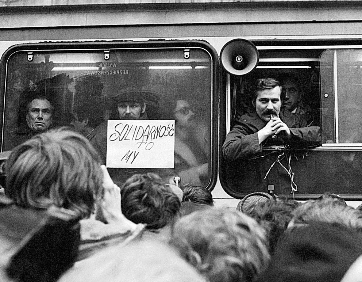 Projev k přihlížejícím po registraci Solidarity v listopadu 1980