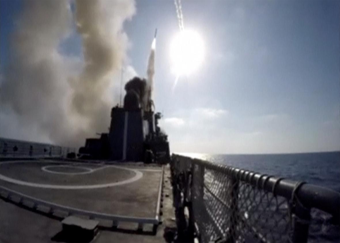 Rusové pálí na pozice IS v Dar az-Zauru