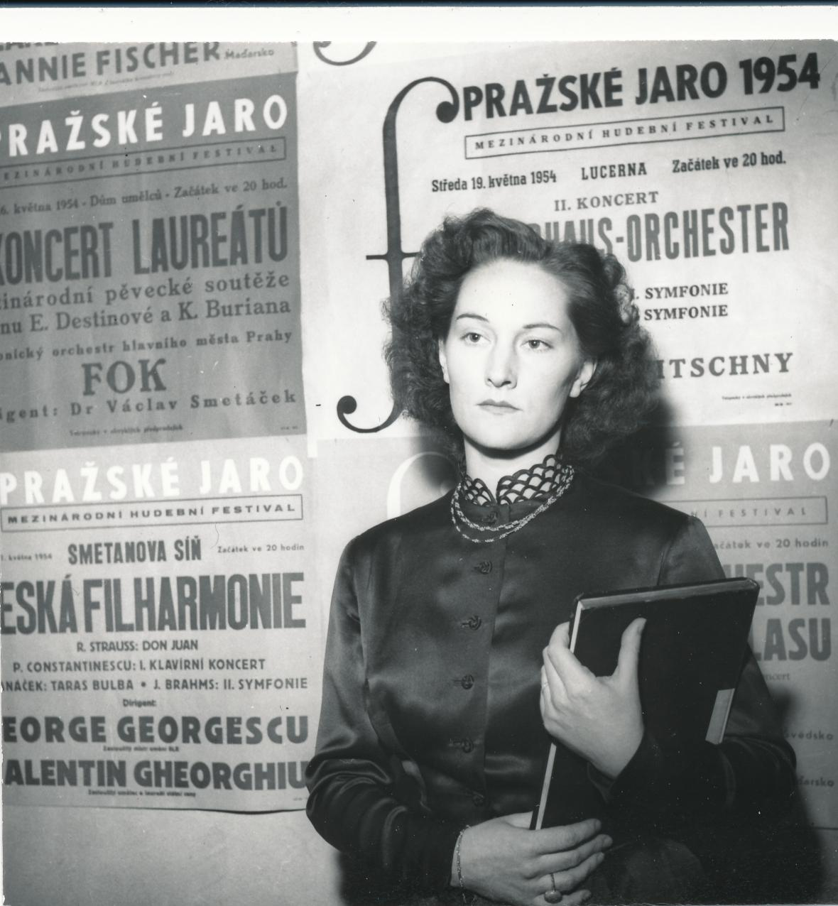 Soňa Červená, rok 1954