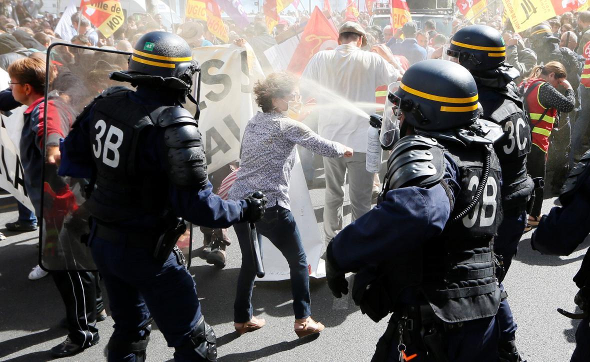 Demonstrace proti změnám v zákoníku práce v Lyonu
