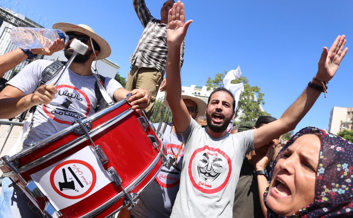 Tunisané demonstrují proti amnestiím