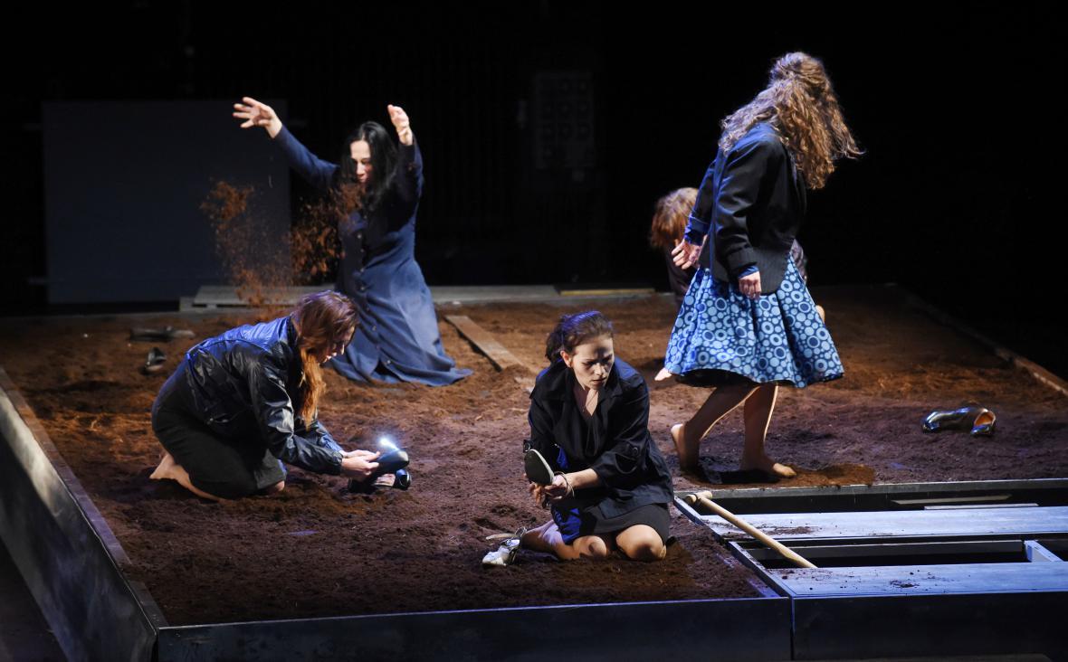 Řecké pašije Bohuslava Martinů v nastudování olomouckého divadla