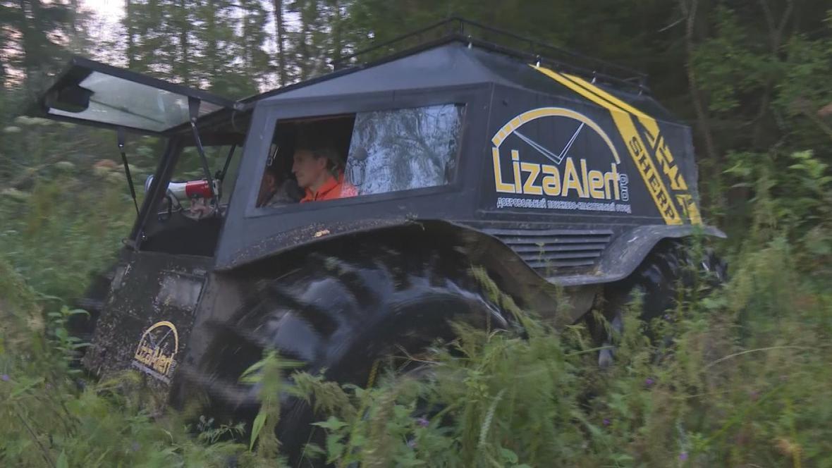 Dobrovolníci hledají v ruských lesích pohřešované