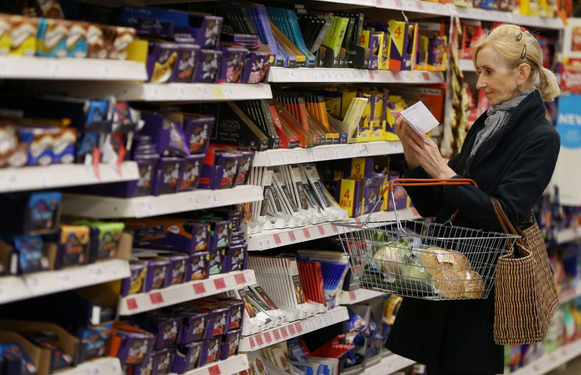 Zákaznice v londýnském supermarketu