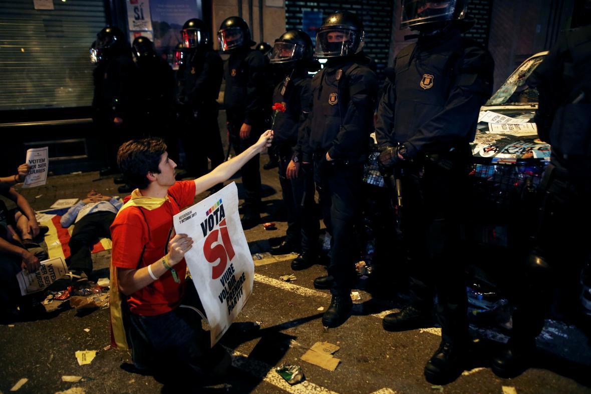 Protestující před katalánským ministerstvem hospodářství