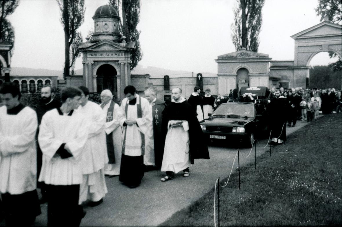 Pohřeb Julia Vargy v roce 1996
