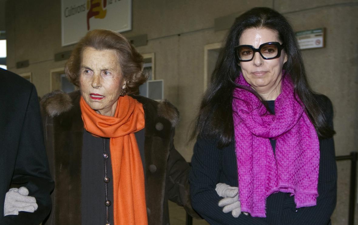 Liliane Bettencourtová a její dcera Francoise Bettencourt Meyersová (snímek je z roku 2011)