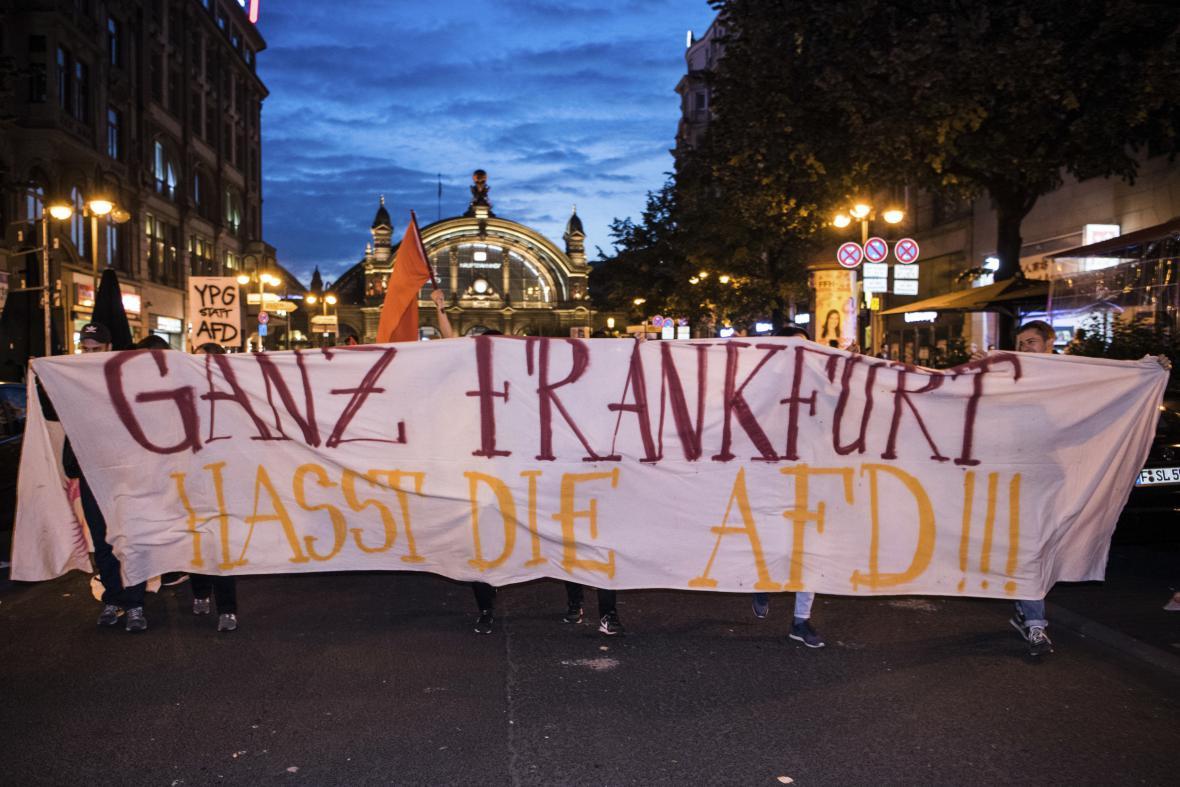 Proti výsledku AfD se protestovalo i ve Frankfurtu nad Mohanem
