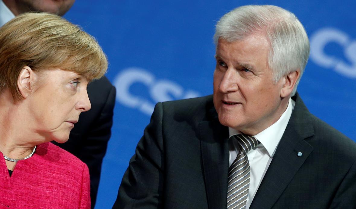 Horst Seehofer na sněmu s kancléřkou Merkelovou