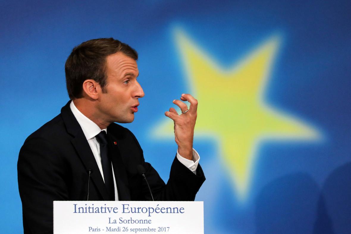 Emmanuel Macron během projevu na Sorboně