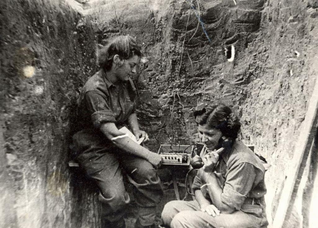 Jako telegrafistka spojovací roty u 1. čs. brigády