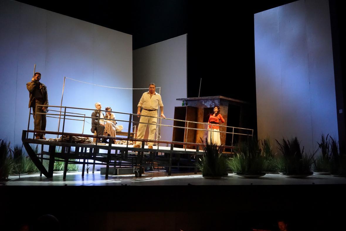 Opera Plášť