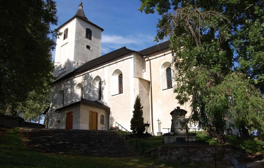 Hřbitovní kostel Nanebevzetí Panny Marie v Horním Maršově