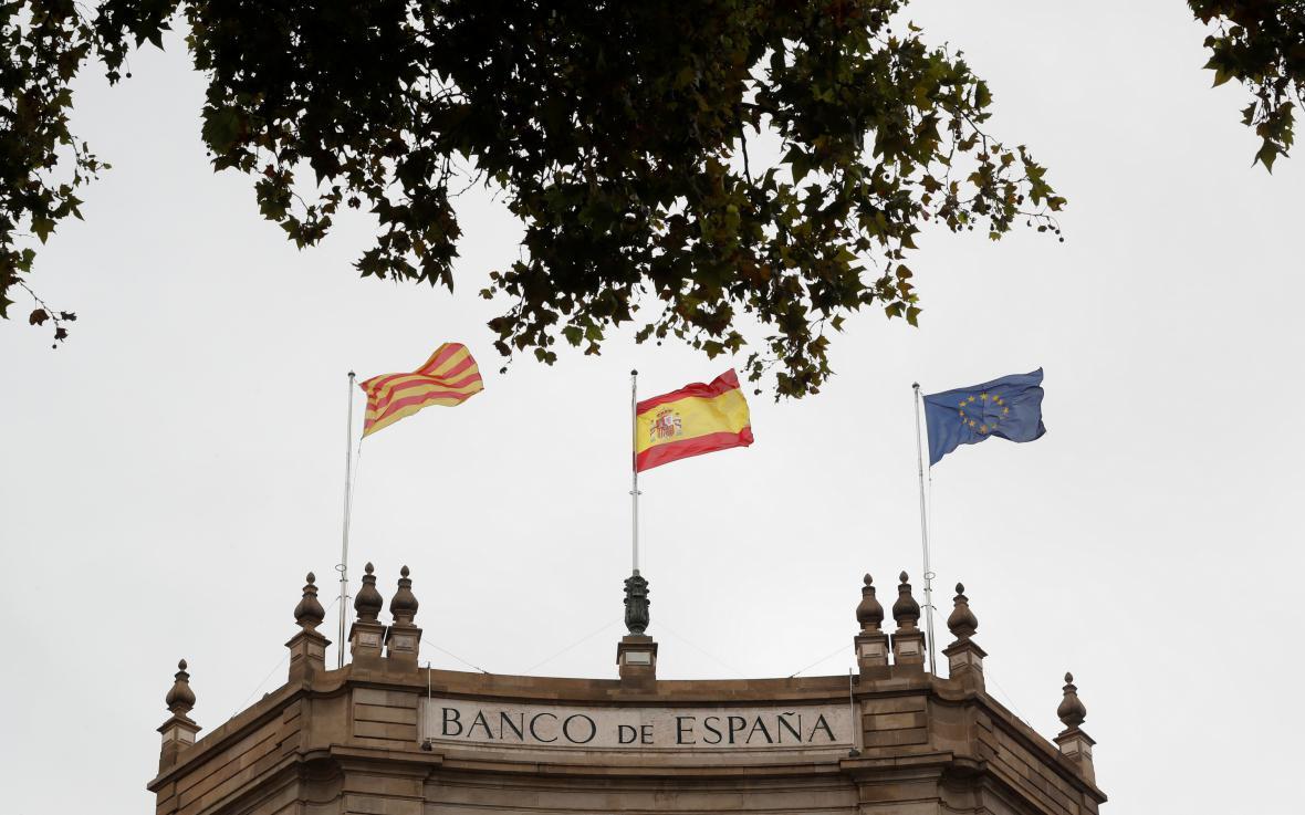 Katalánská, španělská a evropská vlajka