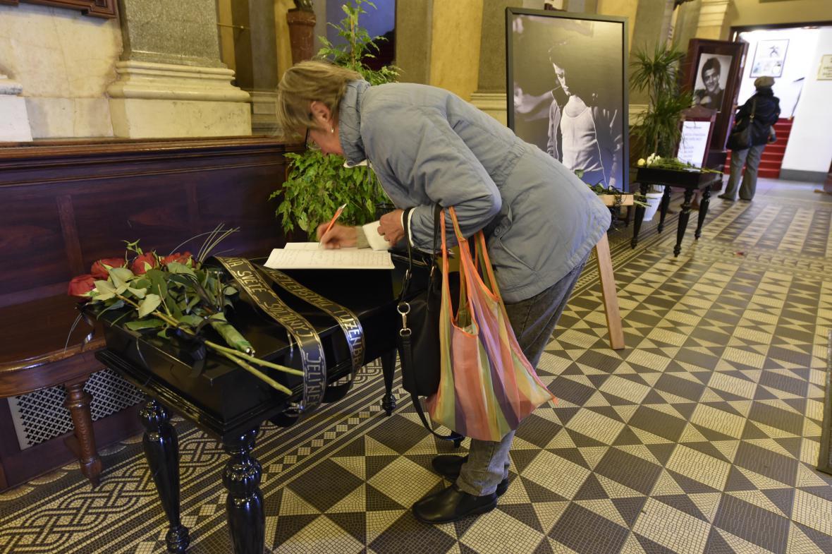 Poslední rozloučení s Janem Třískou v Národním divadle